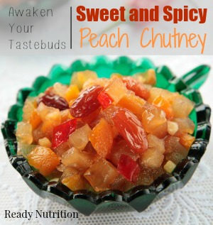 Chutney of apples, apricots and raisins in green bowl